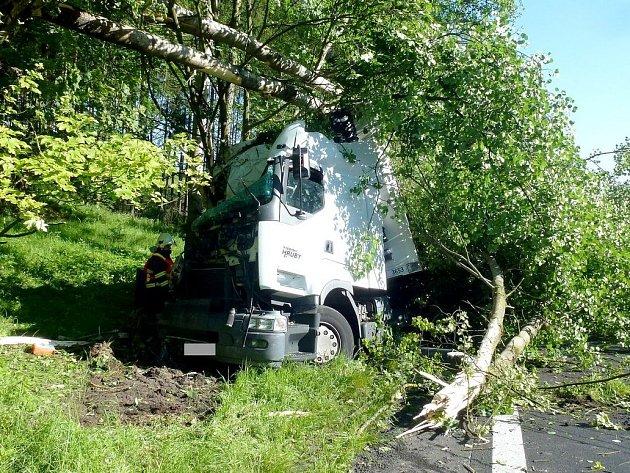 Tragická havárie kamionu u Karlových Varů