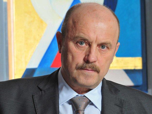 Hejtman Karlovarského kraje Josef Novotný zvažuje, že tuto funkci opustí.