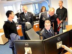 OPERAČNÍ STŘEDISKO Hasičského záchranného sboru Karlovarského kraje má nové prostory, počítače a i modernější a rychlejší programy v nich.