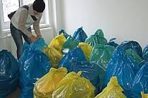 Pořadatelům Kabelkového veletrhu se podařilo shromáždit přes padesát pytlů s taškami a kabelkami.