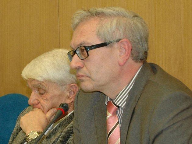 Hejtman Josef Pavel (vpravo) a náměstek Jan Zborník (oba ODS).