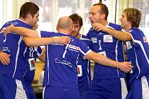 V dalším dvojutkání druhé volejbalové ligy s Ervěnicemi hráči VK Karlovy Vary (světle modrá) na domácí palubovce neuspěli. V prvním utkání prohráli 0:3, ve druhém pak 2:3.