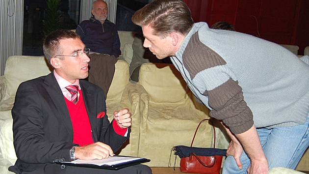Dva rivalové. Ronald Němec a Jaroslav Fujdiar, členové dvou rozdílných sdružení, mají na dění ve městě opačný názor.