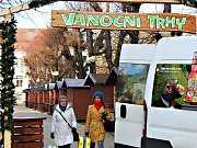 V Karlových Varech se dokončují přípravy vánočních trhů ve Smetanových sadech.
