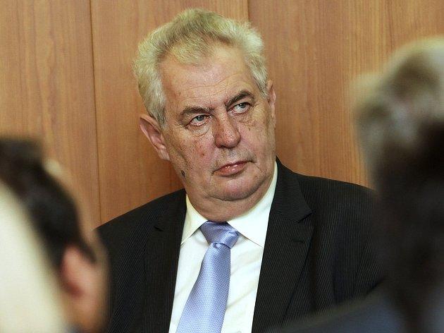 Prezident Miloš Zeman zrušil návštěvu Karlovarského kraje plánovanou na povolební týden.