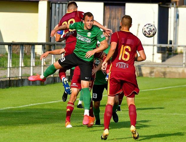 Čtyři branky museli skousnout fotbalisté Baníku Sokolov vduelu sbéčkem Dukly Praha na stadionu vBlšanech.