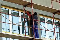 Nově si bude moci veřejnost zažádat o dotaci na jakékoli úsporné opatření. Šanci tak mají i malé projekty, jako je například výměna oken.