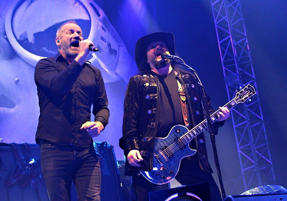 Čtvrtou zastávkou kapely Lucie na turné EvoLucie po České republice byly Karlovy Vary.