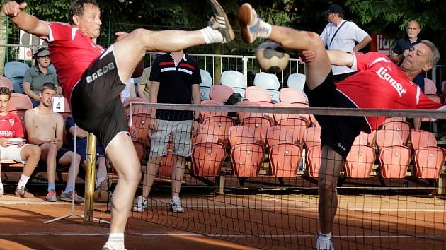 Do Karlových Varů se sjelo osmadvacet trojic hráčů ve věku od pětačtyřiceti až po čtyřiasedmdesát let. Foto: Michal Vale
