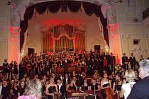 Středa 22. července patřila v Grandhotelu Pupp Europeře – dvousetčlennému kolektivu mladých hudebníků z Čech, Polska a Německa.