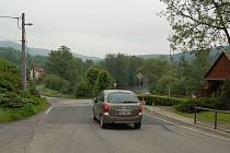 Silnice se začala pohybovat. Půda i komunikace v Kyselce a jejím okolí se sesouvají. Podle vedení obce za to mohou nákladní auta, která region zatěžují.