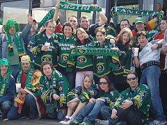Zelená vlna fanoušků HC Energie vyrazila na Prahu.
