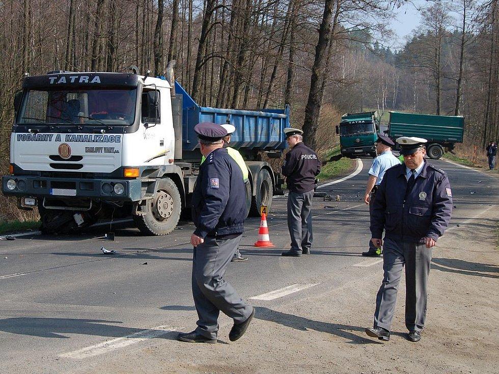 Smrtelná nehoda u Nové Role na Karlovarsku.