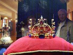 Z výstavy Karel IV. a korunovační klenoty v Alžbětiných lázních.