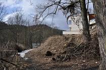 To býval lesopark. A zřejmě zase bude, protože město připravuje jeho obnovu. A pak jej hodlá pronajmout přímému zájemci, který se o údržbu zdejší zeleně bude starat.