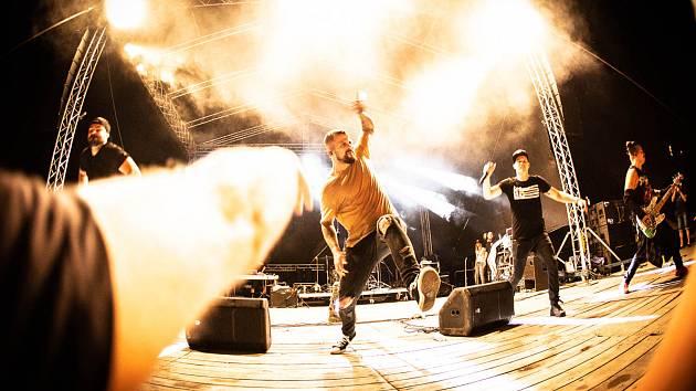 Český rapper Marpo se představil na koncertě v loketském amfiteátru.