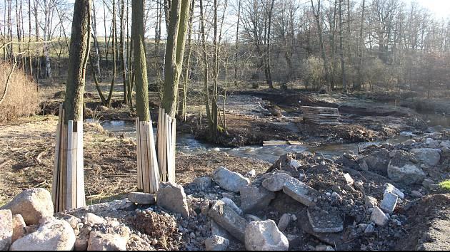 Firma už začala řešit napojení na své pozemky určené pro těžbu kaolínu. Padlo kvůli tomu několik stromů.