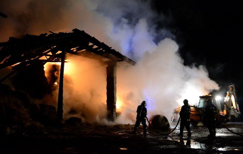 Pondělní ranní požár ve Vojkovicích