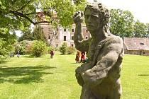 Zámeckou zahradu ve Valči čeká zimní spánek. Zámek však zahálet nebude.