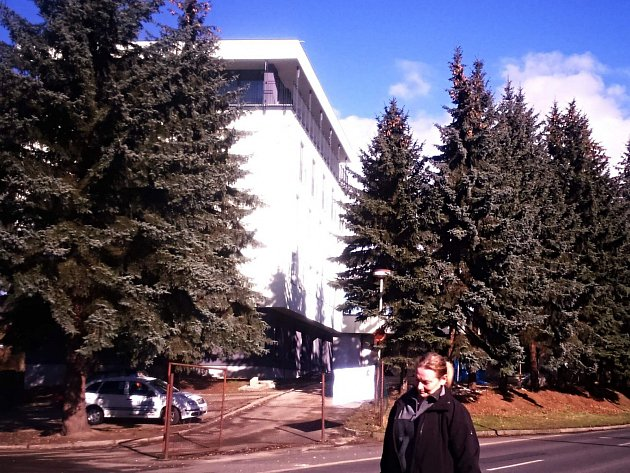 Opravený hotel Ohře v Dalovicích.