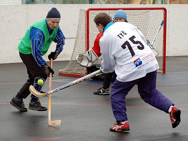 Poslední turnaj Dvorské zimy se hrál o víkendu na hřišti v Bohaticích. Na programu byl hokejbal.