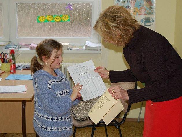 Většina rodičů, dětí i pedagogů upřednostňuje tradiční hodnocení ve škole, formou tradiční klasifikační stupnice od jedné do pěti. (Ilustrační foto.)