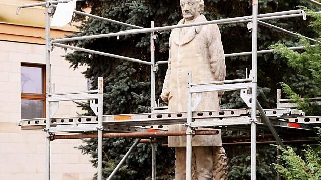 SOCHA J. W. GOETHA v Lokti se dočká obnovy.