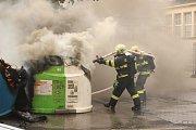 Hořící kontejnery u městské tržnice v centru Karlových Varů.