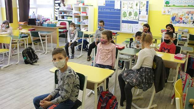 Základní škola dukelských hrdinů v Karlových Varech.