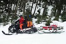 Horská služba měla v nedávno skončené zimní sezoně plné ruce práce.