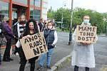 Také v Karlových Varech se lidé připojili k protestním akcím proti premiéru Andreji Babišovi.