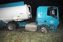 Havarované náklaďáky na Karlovarsku.