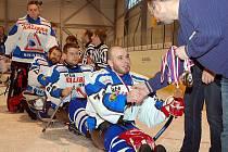 Hráči karlovarského SKV Sharks porazili sledgehokejisty Sparty a náročnou sezonu zakončili ziskem ligového bronzu.
