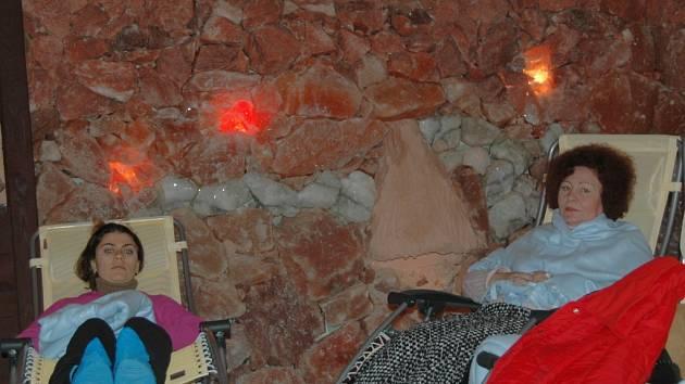Pobyt v jeskyni působí příznivě především na dýchací cesty.