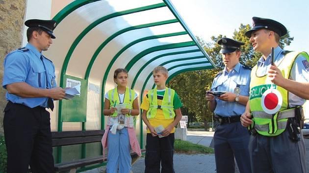 Součástí projektu ke zlepšení komunikace policistů s obyvateli jsou i takzvané dětské hlídky. Dalším krokem je nyní nově i soutěž. Kdo se během jednoho roku nejvíce zlepší, pojede do Anglie.