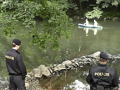 Vodáci se musí připravit na možné setkání s policisty.