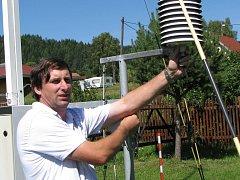 RUDOLF KOVAŘÍK z klimatologické stanice v Šindelové je přesvědčen, že nedostatek podzemní vody v letošním roce v Karlovarském kraji nehrozí.