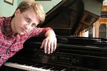 Jan Jiraský je laureátem mnoha mezinárodních klavírních soutěží, ve čtyřech z nich získal titul absolutního vítěze.