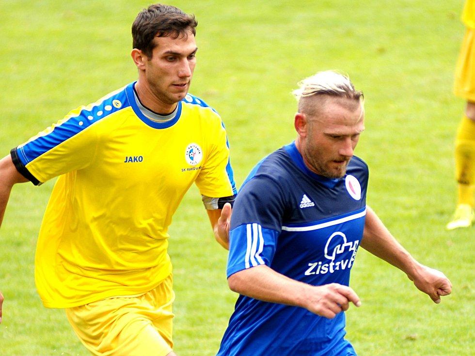 Karlovarská Slavia (v modrém) porazila SK Rakovník 3:1.