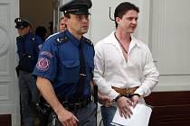 Svoboda za čtyři miliony. Milan Zádamský (na snímku) složí kauci čtyři miliony korun a bude vyšetřován na svobodě. Pokud to připustí Vrchní soud v Praze, kam se odvolala státní zástupkyně.