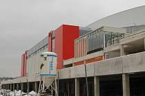 Polykač peněz. Multifunkční hala je nejnákladnější investiční položkou města. Po jejím dokončení bude provoz kongresového centra město dotovat, a to nákupem služeb od KV Areny.
