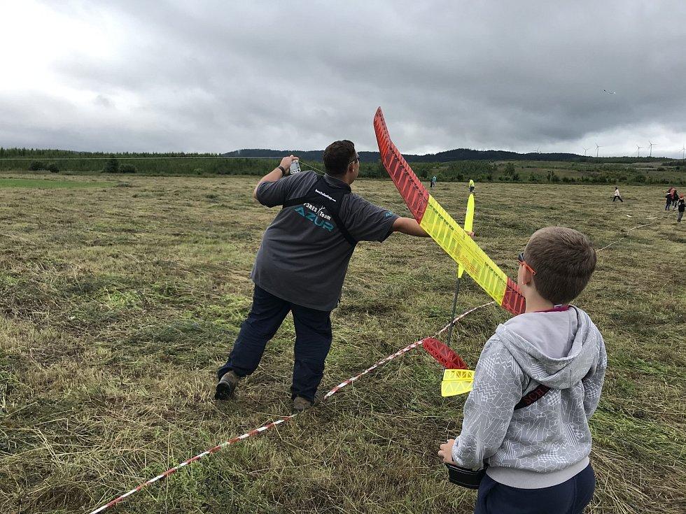 V Lomnici u Sokolova soutěžily větroně.