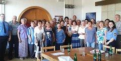 Účastníci Senior akademie se na závěr svých studií sešli s vedením města Karlovy Vary a zástupci městské policie.