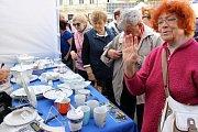 Porcelánové slavnosti tradičně přilákaly stovky nakupujících.