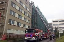 Zásah hasičů v areálu nemocnice.