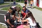 Na pět desítek školáků z praktických a speciálních škol soutěžilo ve znalosti dopravních předpisů. A to teoretické i praktické.