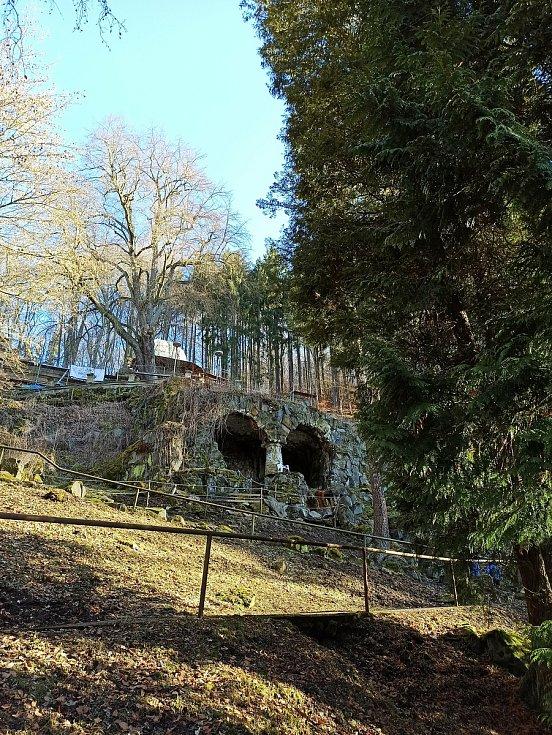 Park v Lázních Kyselka, který založil Jindřich Mattoni.