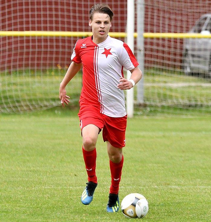 Vunikátní soutěži Deníku onejpopulárnějšího fotbalistu okresu zvítězil záložník karlovarské Slavie Rostislav Vokáč.