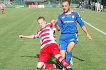 DAVID DVORSKÝ (vpravo) dovedl svůj tým opět k vítězství. K výhře nad Březovou přispěl šesti góly.
