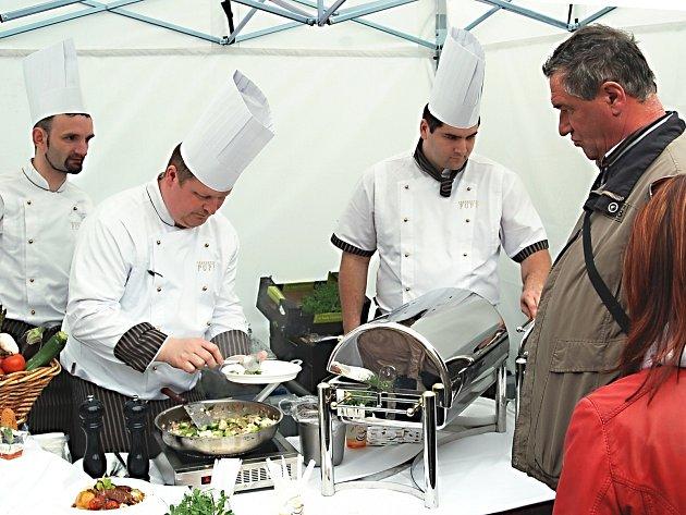 Kulinářský festival Food Fest přilákal do Karlových Varů stovky lidí.